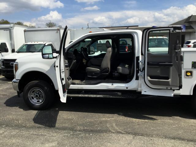 2018 F-250 Super Cab 4x4,  Reading Service Body #F02471 - photo 8