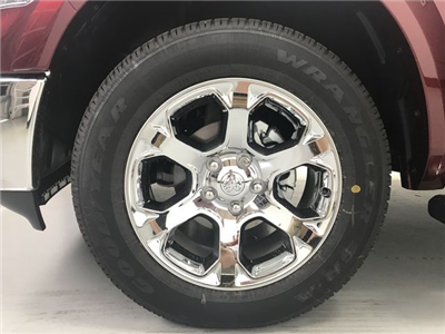 2018 Ram 1500 Crew Cab 4x4, Pickup #JS257893 - photo 16