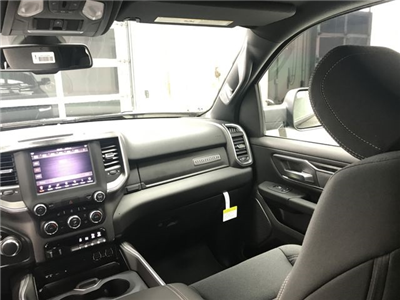 2019 Ram 1500 Crew Cab 4x4, Pickup #KN516271 - photo 8