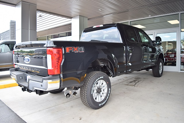 2018 F-250 Crew Cab 4x4,  Pickup #JEB09395 - photo 2