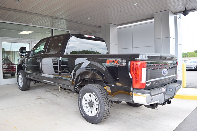 2018 F-250 Crew Cab 4x4,  Pickup #JEB09395 - photo 8