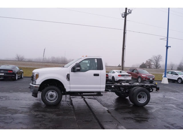 2018 F-350 Regular Cab DRW 4x4,  Cab Chassis #JEB09630 - photo 3