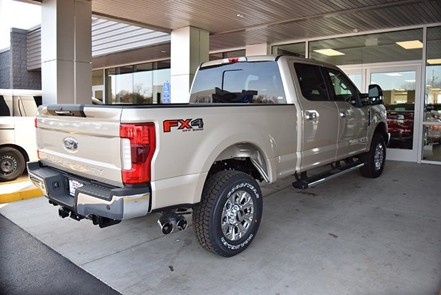 2018 F-250 Crew Cab 4x4, Pickup #JEB65340 - photo 2