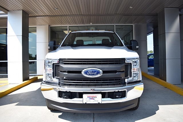 2018 F-350 Regular Cab DRW 4x4,  Cab Chassis #JED00600 - photo 4
