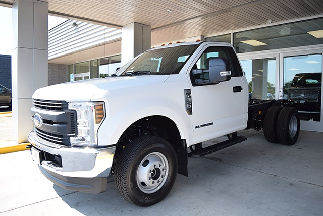 2018 F-350 Regular Cab DRW 4x4,  Cab Chassis #JED00600 - photo 5