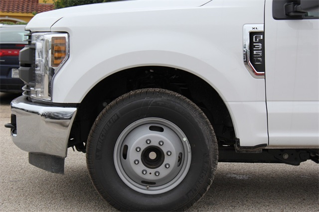2019 F-350 Crew Cab DRW 4x2,  General Platform Body #KEC16317 - photo 5