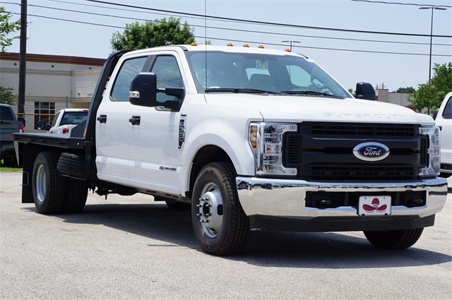 2019 F-350 Crew Cab DRW 4x2,  CM Truck Beds RD Model Platform Body #KED72548 - photo 4