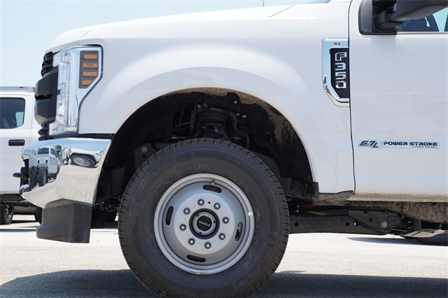 2019 F-350 Crew Cab DRW 4x4,  CM Truck Beds RD Model Platform Body #KED72575 - photo 5