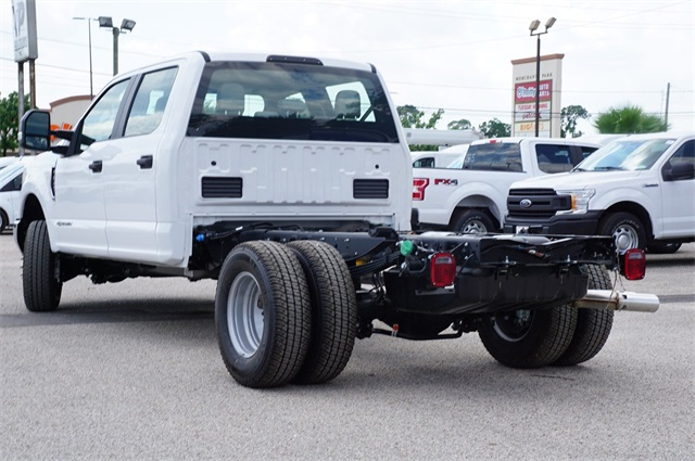 2019 F-350 Crew Cab DRW 4x4,  Cab Chassis #KEE90098 - photo 1
