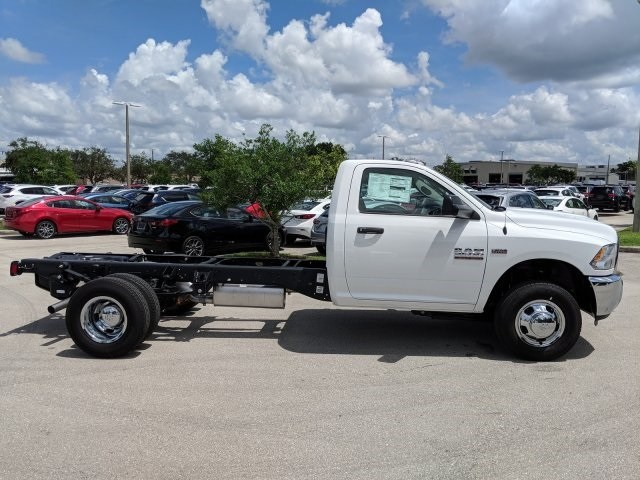 2018 Ram 3500 Regular Cab DRW 4x2,  Cab Chassis #G320927 - photo 4