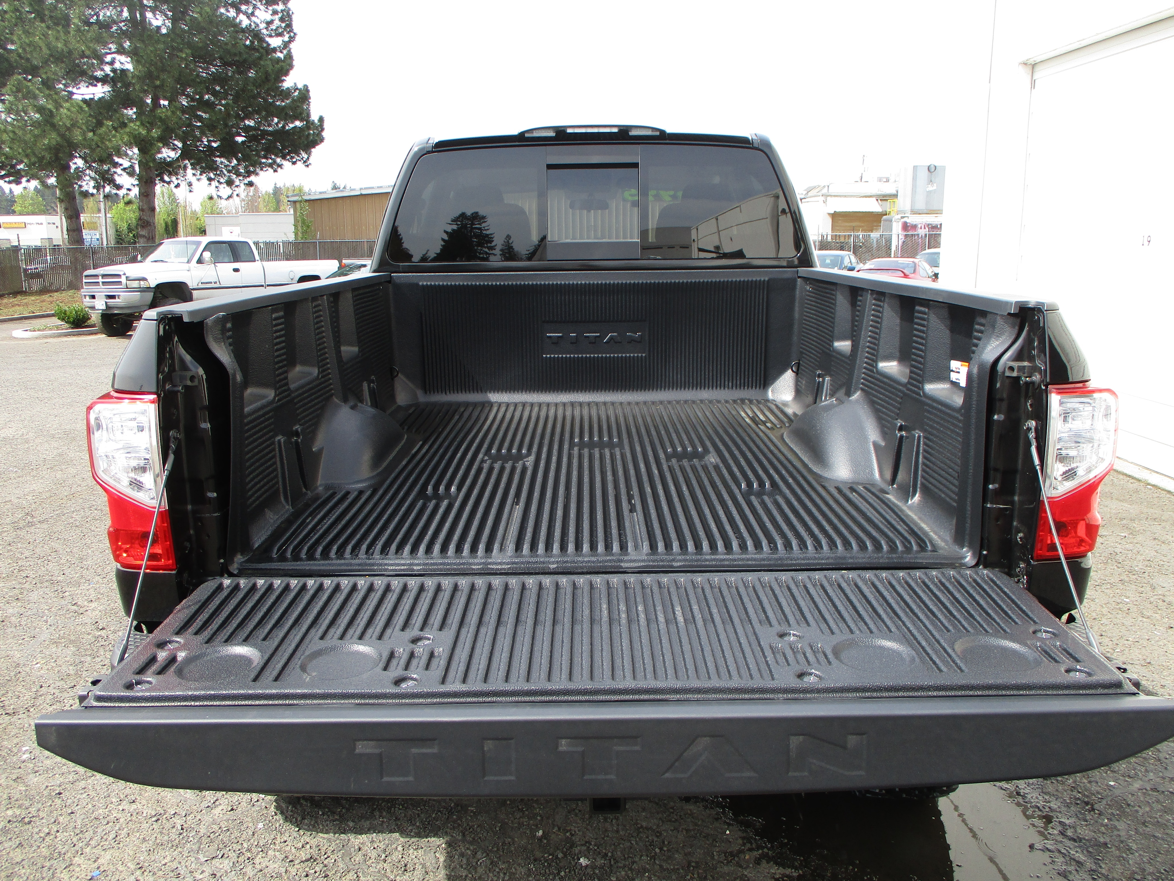 2017 Titan Crew Cab, Pickup #7N0022 - photo 7