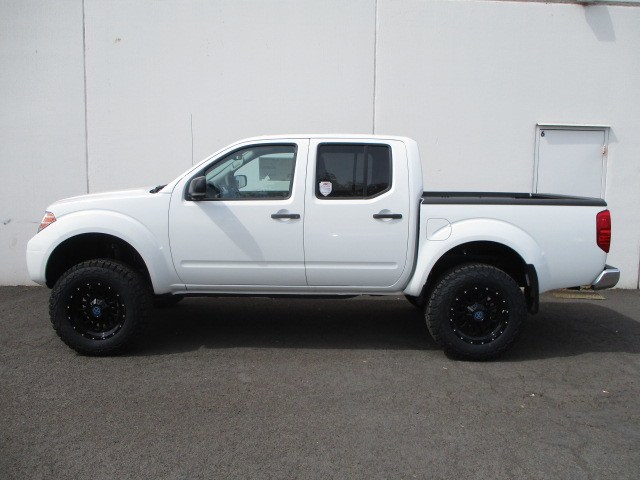 2018 Frontier Crew Cab 4x4,  Pickup #8N0053 - photo 25