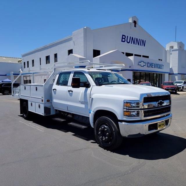 2021 Silverado Medium Duty Crew Cab DRW 4x2,  Knapheide Contractor Body #21420 - photo 1