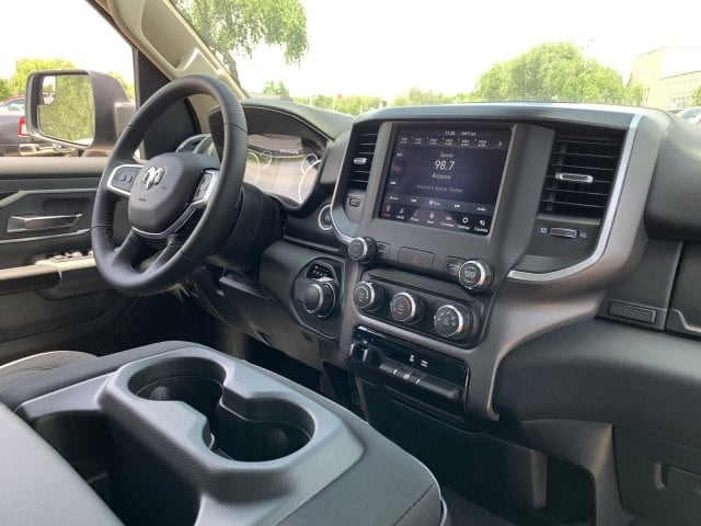 2019 Ram 1500 Crew Cab 4x2,  Pickup #KN828390 - photo 11