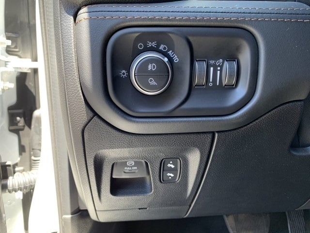 2019 Ram 1500 Crew Cab 4x4, Pickup #KN832400 - photo 18