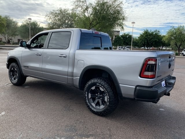 2020 Ram 1500 Crew Cab 4x4, Pickup #LN212827 - photo 3