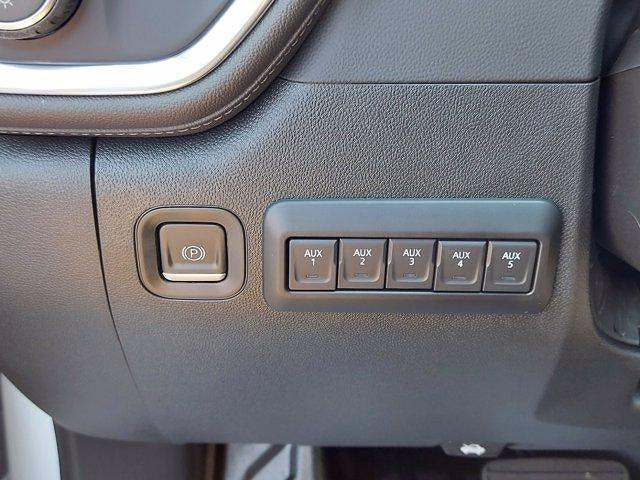 2021 Silverado 2500 Crew Cab 4x4,  Cab Chassis #M71057 - photo 19