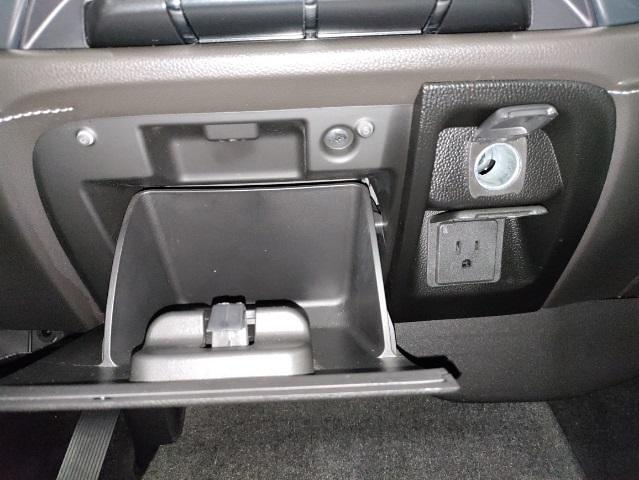 2015 Chevrolet Silverado 1500 Crew Cab 4x4, Pickup #1R1932 - photo 28