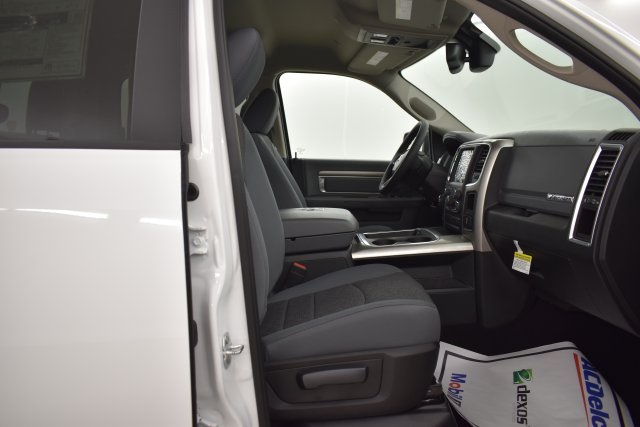 2019 Ram 1500 Crew Cab 4x4,  Pickup #C571117 - photo 30