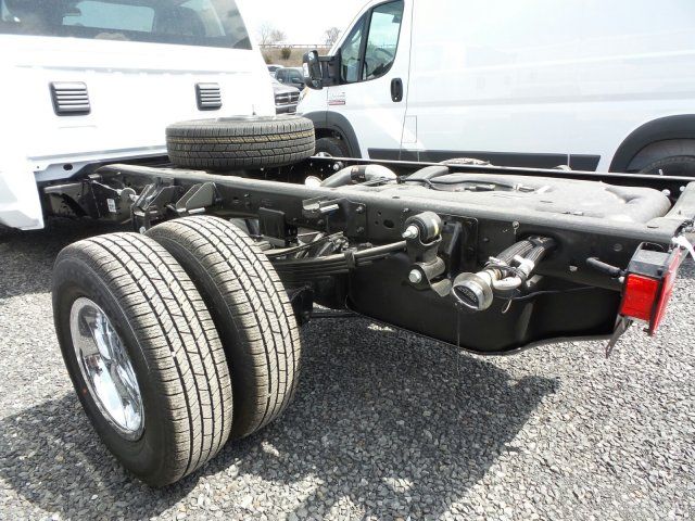 2018 Ram 3500 Regular Cab DRW 4x4,  Cab Chassis #T18193 - photo 4