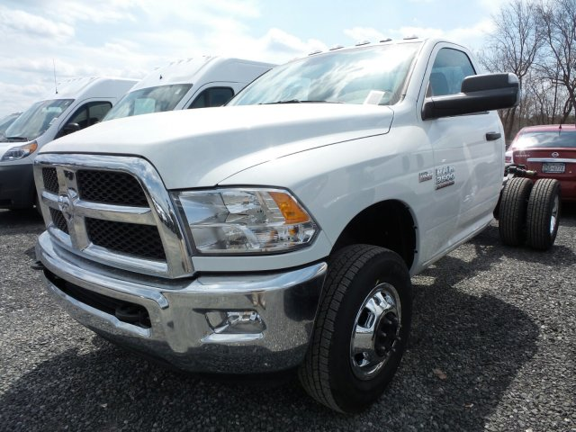 2018 Ram 3500 Regular Cab DRW 4x4,  Cab Chassis #T18193 - photo 5