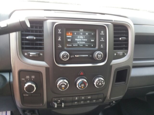 2018 Ram 3500 Crew Cab DRW 4x4,  Platform Body #C18377 - photo 20