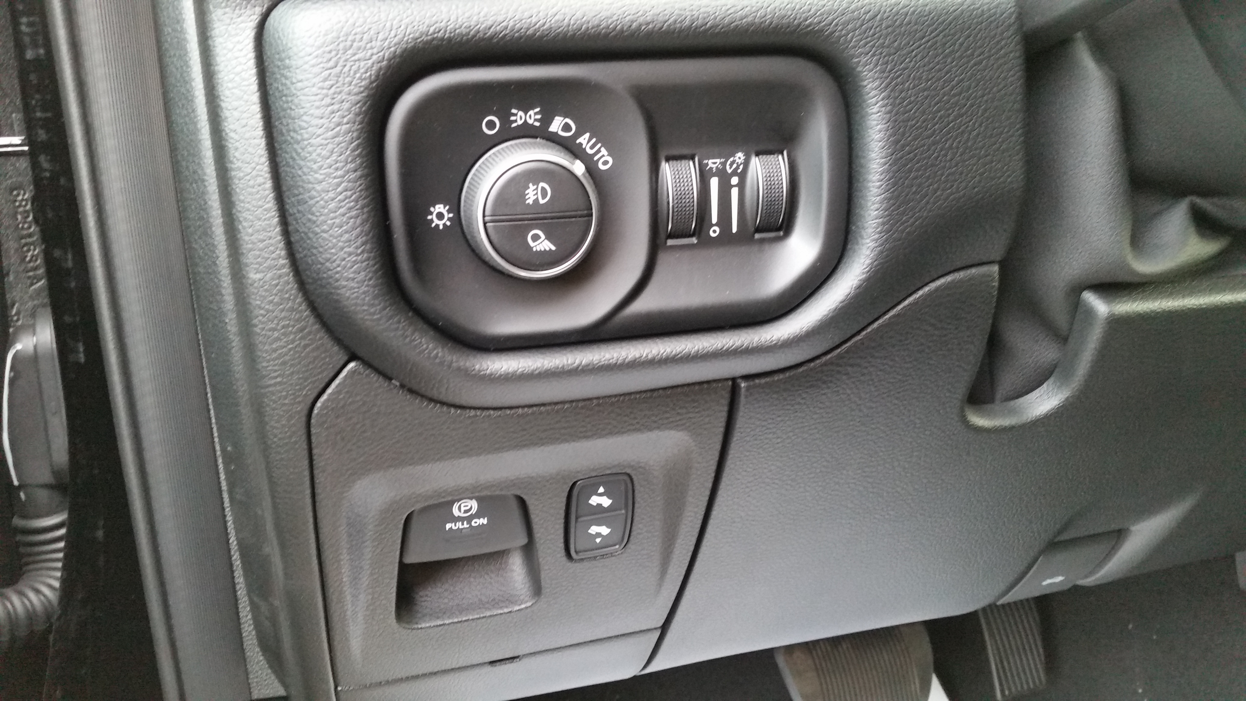 2019 Ram 1500 Crew Cab 4x4,  Pickup #11189 - photo 25