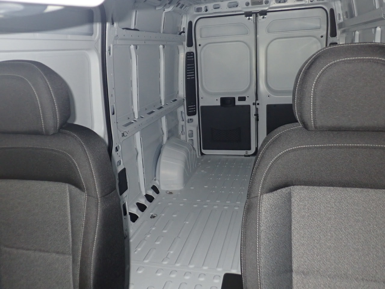 2018 ProMaster 2500 High Roof FWD,  Empty Cargo Van #JE132213 - photo 8