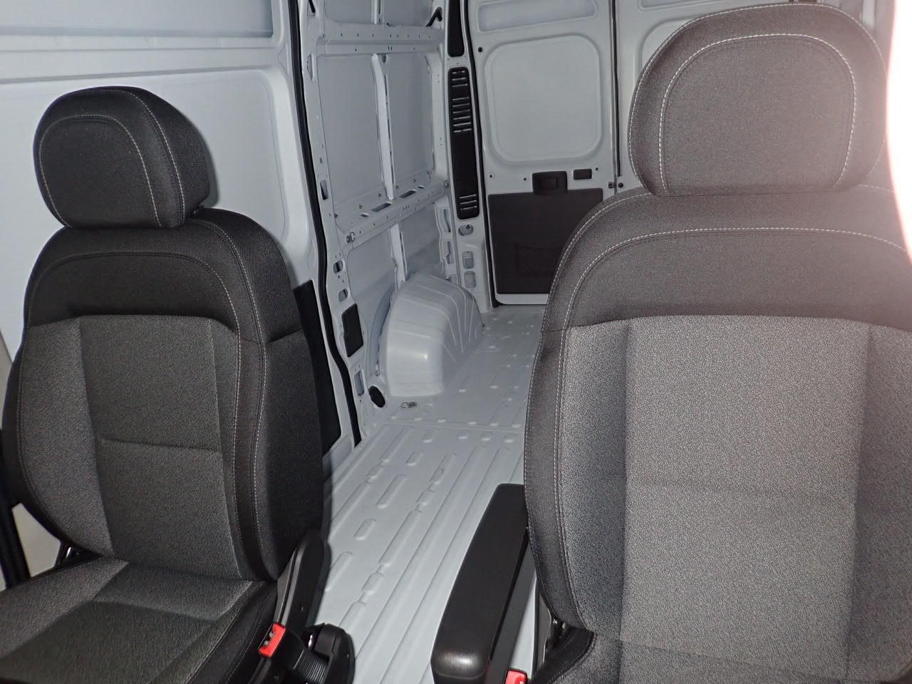 2018 ProMaster 2500 High Roof FWD,  Empty Cargo Van #JE132216 - photo 9