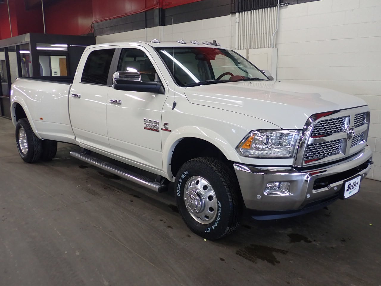 2018 Ram 3500 Crew Cab DRW 4x4, Pickup #JG268837 - photo 3