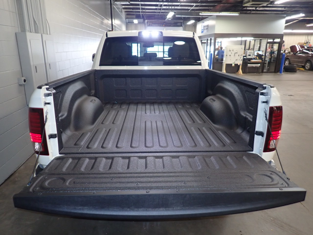 2018 Ram 2500 Crew Cab 4x4,  Pickup #JG315021 - photo 9