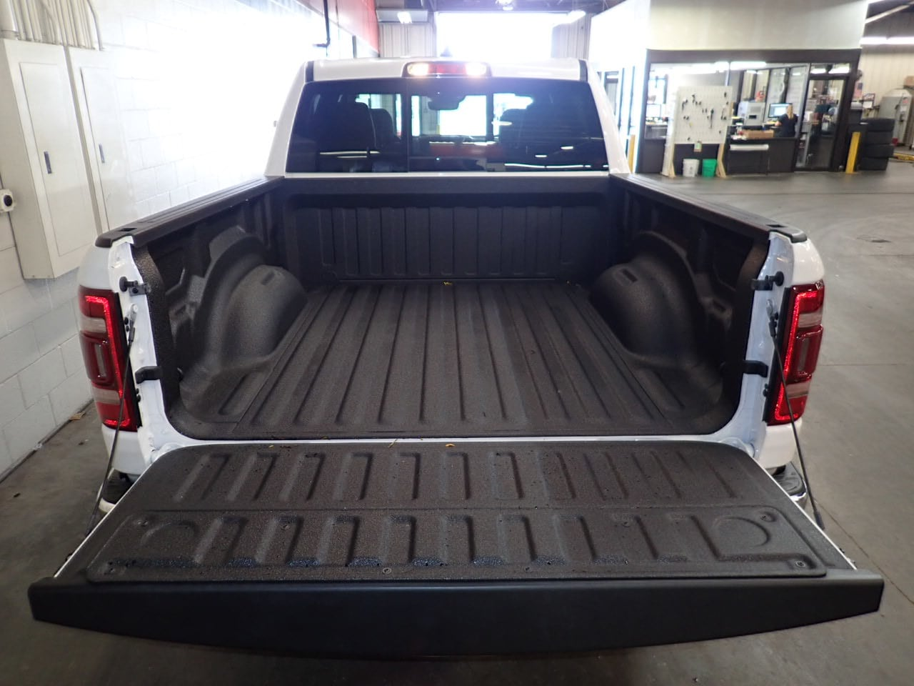 2019 Ram 1500 Crew Cab 4x4,  Pickup #KN523626 - photo 9