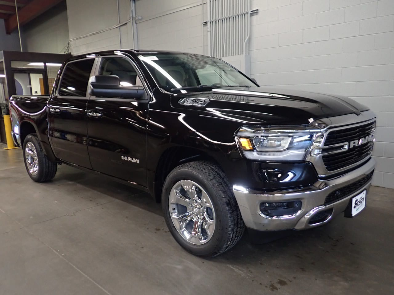 2019 Ram 1500 Crew Cab 4x4,  Pickup #KN538436 - photo 3