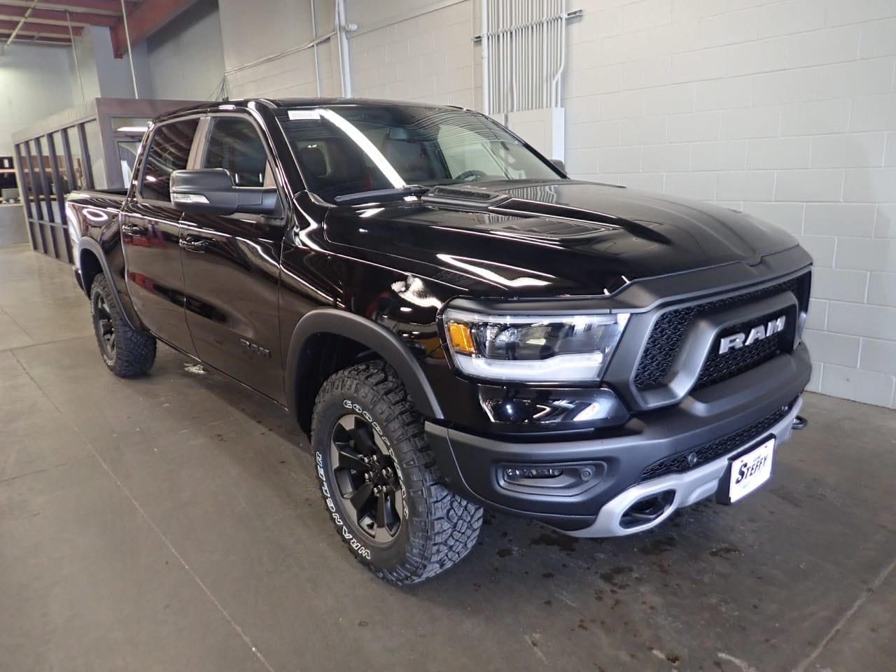 2019 Ram 1500 Crew Cab 4x4,  Pickup #KN584003 - photo 3