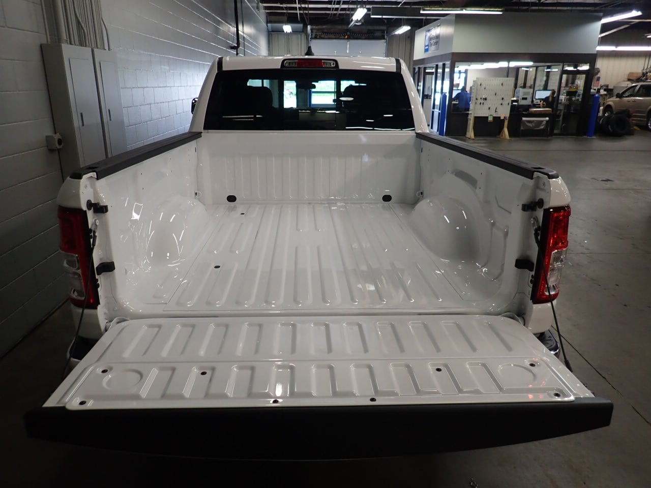2019 Ram 1500 Crew Cab 4x4,  Pickup #KN598783 - photo 9