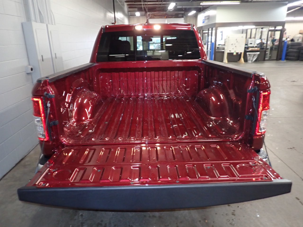 2019 Ram 1500 Crew Cab 4x4,  Pickup #KN655066 - photo 9