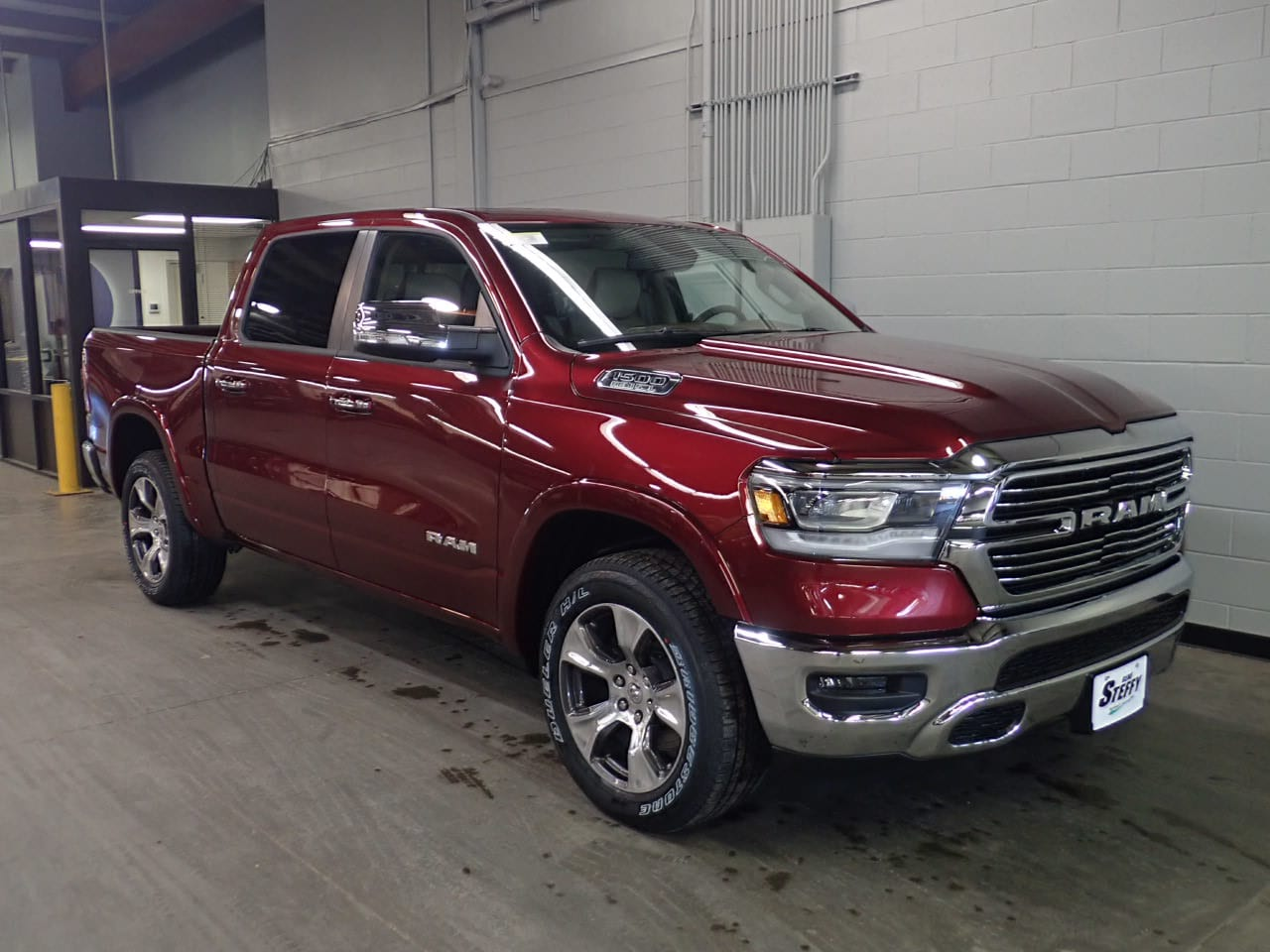 2019 Ram 1500 Crew Cab 4x4,  Pickup #KN719566 - photo 3