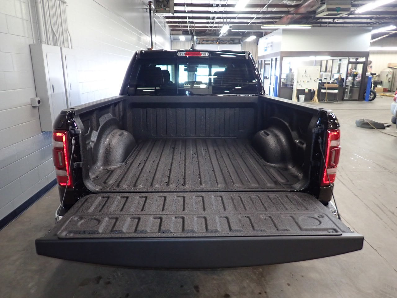 2019 Ram 1500 Crew Cab 4x4,  Pickup #KN719567 - photo 9