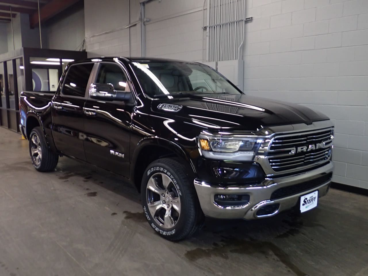 2019 Ram 1500 Crew Cab 4x4,  Pickup #KN719567 - photo 3
