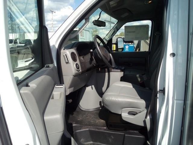 2019 E-350 4x2, Morgan Parcel Aluminum Cutaway Van #JM9051F - photo 10