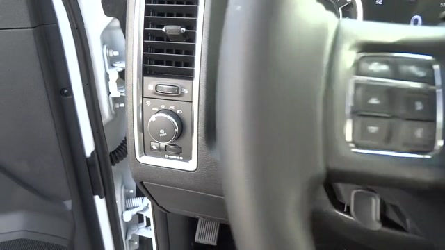 2018 Ram 1500 Crew Cab 4x4, Pickup #180372 - photo 25