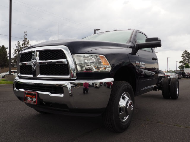 2018 Ram 3500 Regular Cab DRW 4x4,  Cab Chassis #DT18216 - photo 3