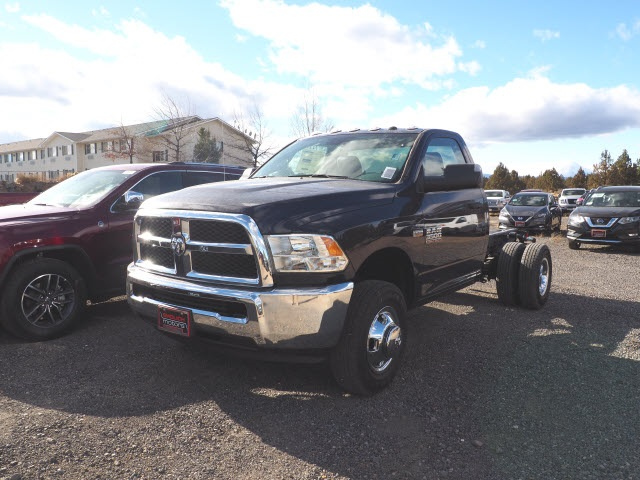 2018 Ram 3500 Regular Cab DRW 4x4,  Cab Chassis #DT18453 - photo 3
