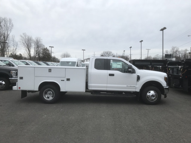 2018 F-350 Super Cab DRW 4x4, Reading Service Body #X0381 - photo 3