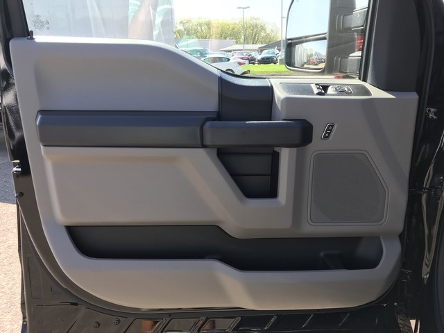 2018 F-350 Regular Cab DRW 4x4,  Cab Chassis #X0523 - photo 12