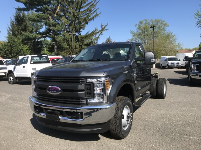 2018 F-350 Regular Cab DRW 4x4,  Cab Chassis #X0524 - photo 4