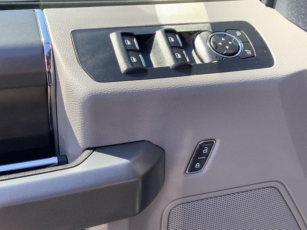 2016 Ford F-150 SuperCrew Cab 4x4, Pickup #CZ00509 - photo 31