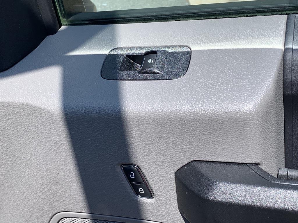 2019 F-550 Regular Cab DRW 4x2,  PJ's Truck Bodies Platform Body #CZ01172 - photo 38