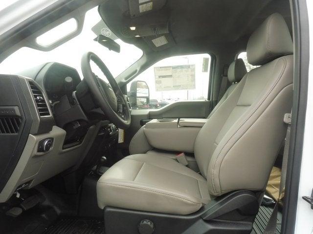 2019 F-550 Crew Cab DRW 4x4, Cab Chassis #5H56993 - photo 4