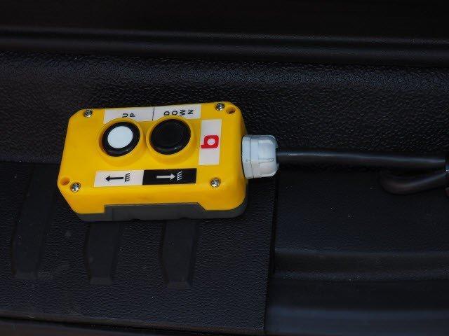2019 F-550 Regular Cab DRW 4x4, Iroquois Brave Series Steel Dump Body #N7848 - photo 9